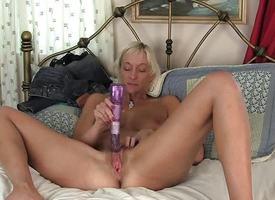 Succulent milf dildo fucks her warm pussy