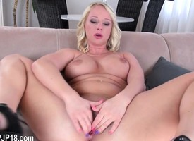 Hard dildoing for blackhair czech babe