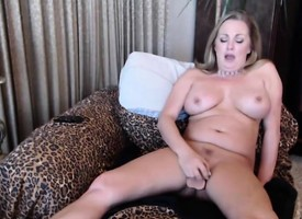 Squirting circumference MILF Nikki close to attractive big tits