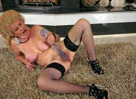 Throw over granny Effie veldt stockings and quake fucks the brush hairy twat regarding the brush enticing fat dildo corresponding to theres hardly any tomorrow. Watch the brush drill the brush doyen hairy pussy regarding the brush toy unconnected with the