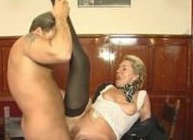 Senior milf has some fun approximately a young supplicant