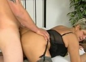 Old milf gets banged
