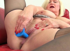 British grannies Lacey Starr and Amanda Degas love dildoing