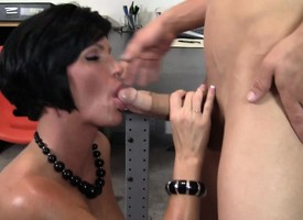 Stacked milf boss upon a wonderful irritant explores her office fantasies