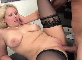 Kirmess MILF Zoey Tyler loves to eat cock, obtain slammed and drink cum