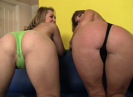 Lustful babes Darla and Kimberly negotiation a hot threesome back Grapple