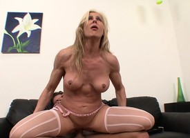 Bodacious comme +a milf in stockings Kelly gets nailed unconnected with a muscled stud