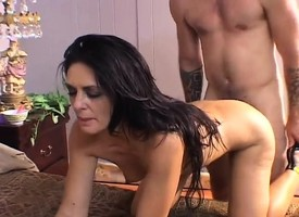 Hot mom Tarn Russell shaves the go over peach and gets banged unconnected with a young timber