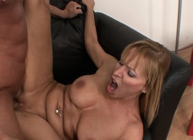 Big breasted light-complexioned milf uses the expertise be required of seduction to get banged good