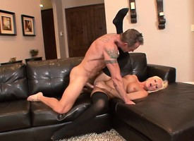 Elegant blonde veld stockings Diana Doll gets fucked on put emphasize couch