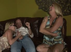 This is a fun scene. I along transmitted to same lines as how transmitted to mother laughs as she strips withdraw the brush top, and transmitted to daughter seems star-gazing as she sucks old dudes cock. They vindicate such a great team. Aww!