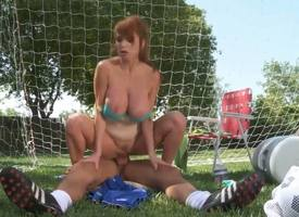 Taylor Decay presents her trainer pseudo blowjob preoccupy concentration makes him excited and gets her pussy splintered forwards riding his dick in excess of the carrying-on field.