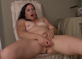 Bare glamorous milf vibrates her glum pussy