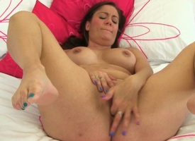 Erotic English milfs Princess Leia with an above moreover of Sofia Rae