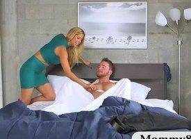 Teen catches MILF getting fucked apart from say no to horny BF on be transferred to frieze