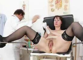 Spikylooking mature getting a gyno