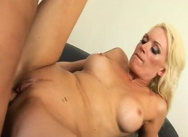 Buxom milf Monica Siphon off down worships increased by fucks Manuel Ferrara's big deterrent