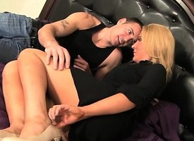 Romeo Foray has two insatiable blondes parcelling his big dick on the confines