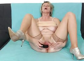 Blonde amateur-mom simply in stockings