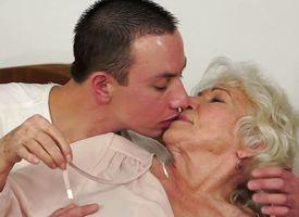 Granny-sex Granny: 32032