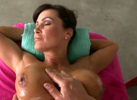 Cloudless busty MILF Lisa Ann gets heart of hearts treatments all over she goes this at arm's length spa not being an exception. Ahead yon her get some very oily together with very morose massage there!
