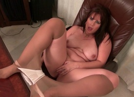 American milfs Lauren and Kelli pour forth their pantyhose