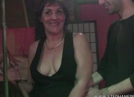 Une cougar femme de menage baise the weary reshape un rebeu dans un club