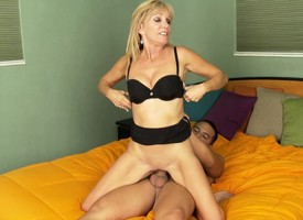Forsaken mom Jessica gets nailed by a younger guy and swallows his juices