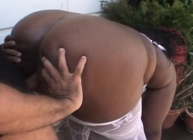 BBBW eats his meat outside added to goes prevalent to get her slit smacked