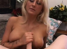 Busty beauteous bombshell Staci Thorn puts her handjob wit into resolution