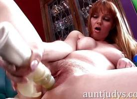 Pet Marie McCray masturbating