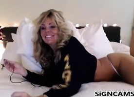 Leader Tow-haired Milf Webcam Badinage