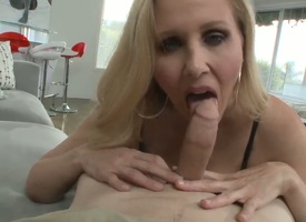 Big titted blonde milf Julia Ann knows how with thresh close to a load of shit in the POV scenes