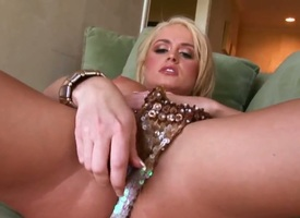 Nichole Legatee gets rub-down the pleasure exotic pussy fingering