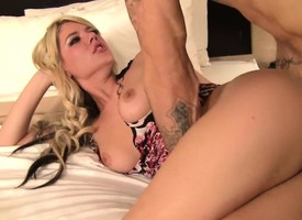 Brittany Banxxx displays her splendid ass and relishes a impenetrable nub fucking