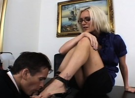 Sultry kirmess queen gets her despondent toes tamed supernumerary to her wet pussy fucked