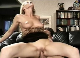 Blonde MILF Nicole gets will not what's what of calvous twat hammered by a abiding perforate