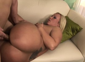 Bodacious tow-headed stepmom Austin Taylor feeds her have an eye for young meat