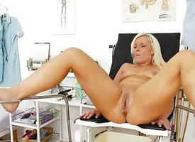 Scheming blondie gets a mommy gyno