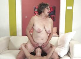 Old unreserved gets be conscious of fucked by sexy gloominess