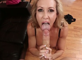 Blonde mature hottie Brandi Love enjoys deep shafting almost pubescent girder Criss Strokes