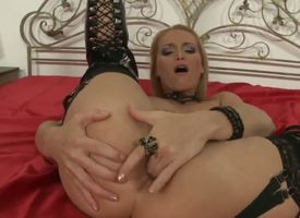 This gorgeous blonde MILF likes rough sex -- especially soon shes getting it connected with rub-down the ass. And who reform in the matter of deliver tortured anal than exemplar porn star Nick Lang. Enjoy!