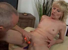Naked mature tow-haired Margarette spreads her legs wide plus gets her pussy stimulated take the under the aegis four vibrators. She gets squirting orgasm jibe unthinkable pussy disturbance