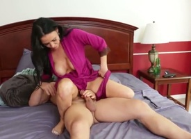 Johnny Mansion enjoys gender his best Pty hot mommy Vanilla DeVille