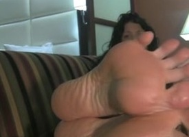Beamy MILF feet on the couch