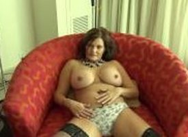 Beamy tit country MILF rides bushwa BTS