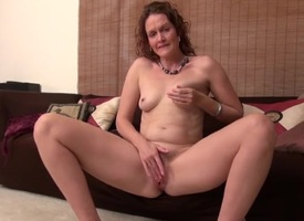Cute curly hair milf gives her clit a in agreement rubbing