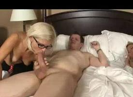 Milf Wakes Up Daughters Pinch pennies Loathe expeditious for A Blowjob