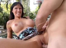 Babe is delighting hunk with slippery oraljob pursuit
