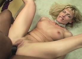 Gossamer blonde milf with a heart-shaped bore can't resist a felonious bushwa